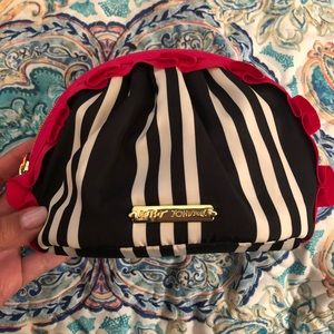 🎉 NEW WITHOUT TAGS! Betsy Johnson Makeup Bag 💋
